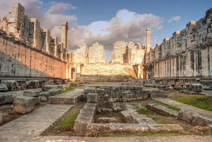 Temple-of-Apollo-Didyma.jpg